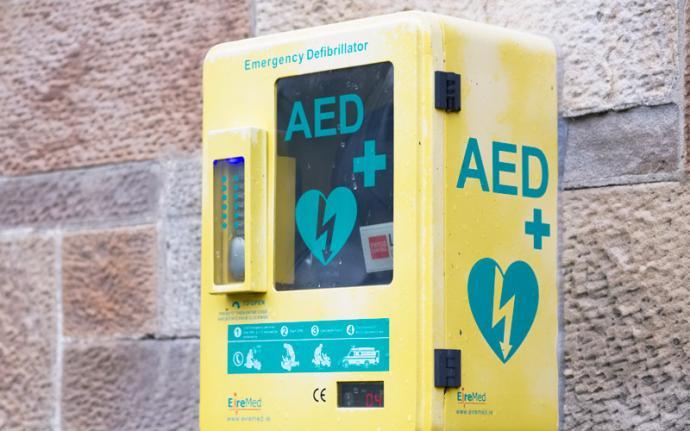 Dlaczego warto wybrać defibrylatory AED dla danej przestrzeni?