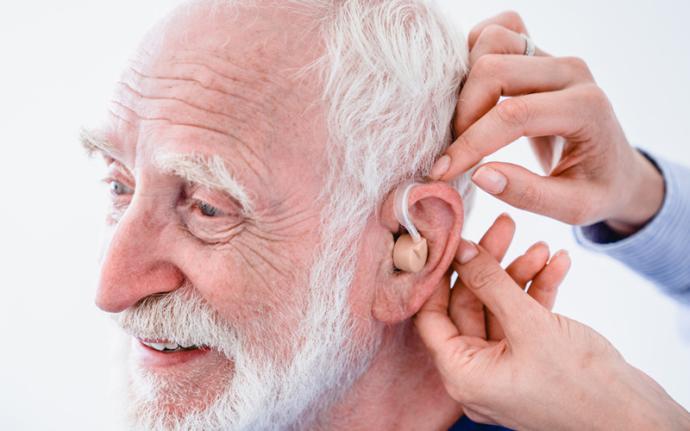 Inwestycja we własne zdrowie - jak wybrać odpowiedni aparat słuchowy?