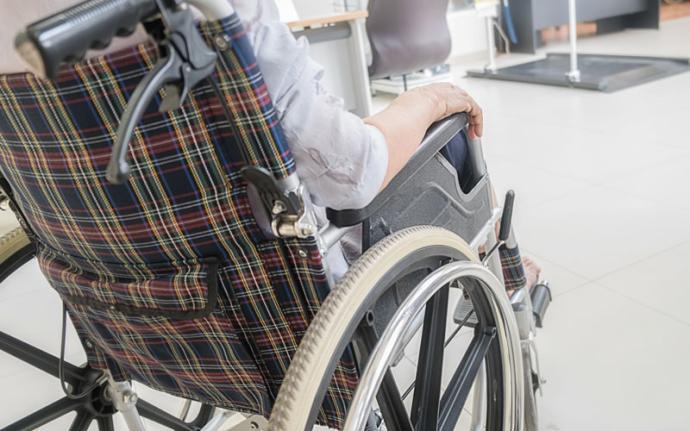 Wózki inwalidzkie - jaki kupić, na co zwrócić uwagę?